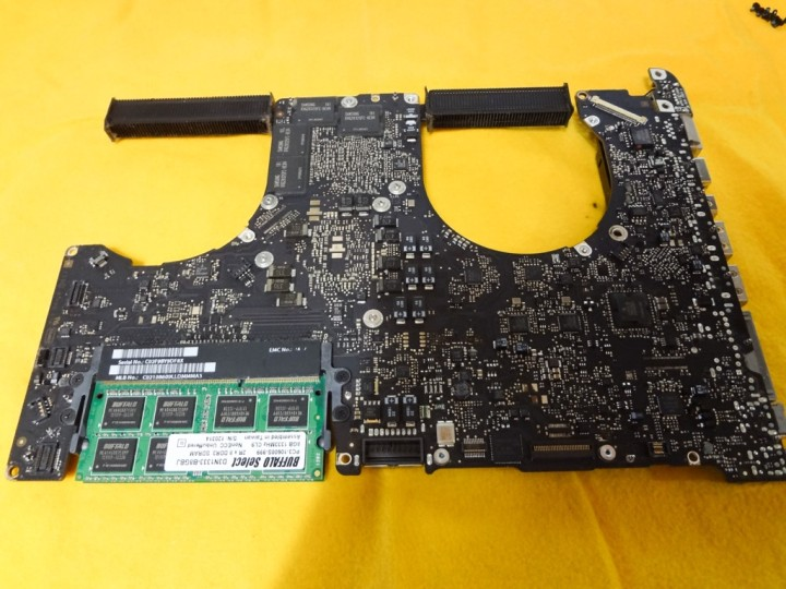 macbookpro-early2011-logic-board-malfunction-oven-heating-1DSC03916